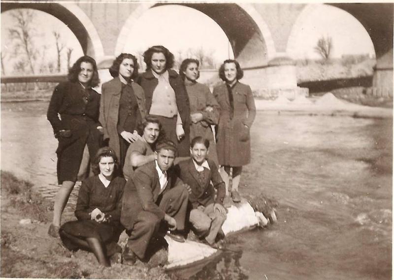 Personas trabajadoras de la fábrica de vidrio. Años 40.