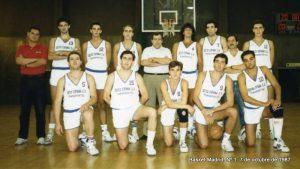 Equipo Senior del Olímpico 64. Arriba Dani, ¿?, ¿?, Vicente, Dulse, ¿?, Carlos, Toñin, ¿?, Nicolás, Nacho, ¿?, José y Roberto.