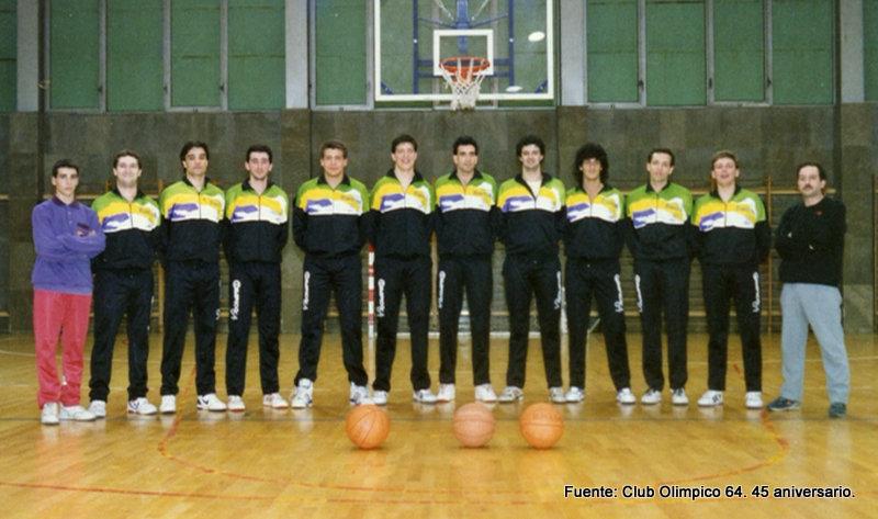 Equipo Senior del Olímpico 64. Desde la izquierda: ¿? (delegado), Nicolás, Roberto, José, ¿?, Luis, Carlos, ¿?, ¿?, Guillermo, Juan Figueroa y Toñin
