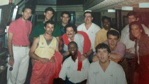 Grupo de entrenadores del campus de baloncesto celebrado en Astillero (Cantabria) en 1988.