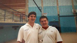 Con Buddy, entrenador general campus de baloncesto celebrado en Astillero (Cantabria) en 1988.