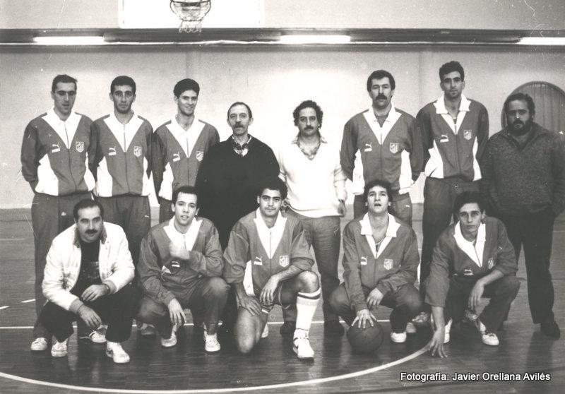 Atlético de Madrid de baloncesto. Temporada 1987-88. Foto realizada por Javier Orellana Avilés en el colegio SEK (Madrid).