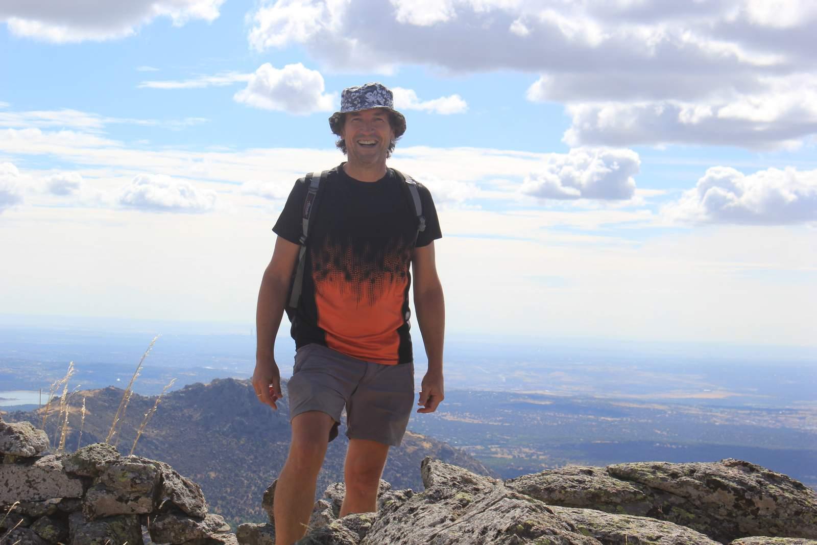 Frente al Pico del fraile en la Travesía de las cumbres escurialenses. San Lorenzo de El Escorial - 2015.